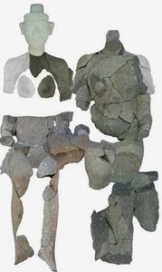 Парная скульптура Нефертити и Эхнатона (вид спереди)
