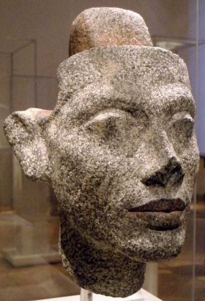 Гранитная голова Нефертити-1