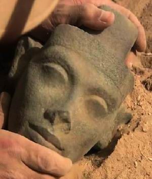 Голова Нефертити-1 из фильма «Одиссея Нефертити»