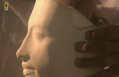 Египтянин вытачивает голову Эхнатона