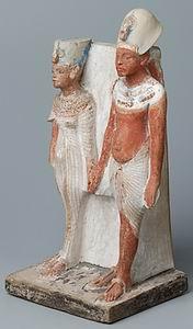 Эхнатон и Нефертити, статуэтка из Лувра (E15593, вид спереди)