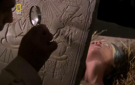 Две царицы — плоская Нефертити-3b и объемная Нефертити-3