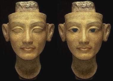 Нефертити без зрачков и с ними