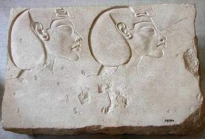 Эхнатон и Нефертити, смотрящие в светлое будущее египетского народа (m)