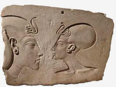 Эхнатон и Нефертити, тупо смотрящие друг на друга (n)