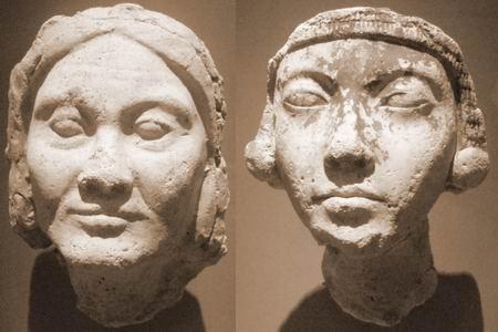 Амарна: две пожилые женщины из гипса