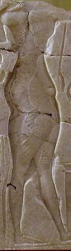 Бедра Аменхотеп IV на рельефе