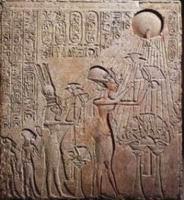 Эхнатон, Нефертити и только две их дочери