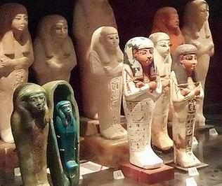 Египетские погребальные статуэтки (Лувр)